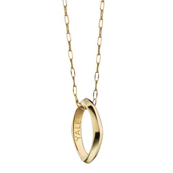 Yale University Monica Rich Kosann Poesy Ring Necklace in Gold