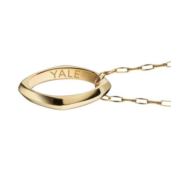 Yale University Monica Rich Kosann Poesy Ring Necklace in Gold - Image 3